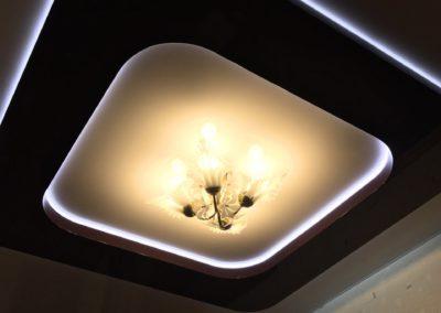 в два уровня со светодиодной подсветкой